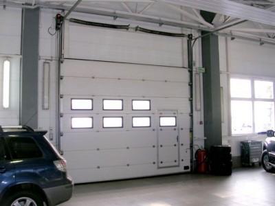 Секционные промышленные ворота ширина 4900 высота 4900 притолока 500 мм